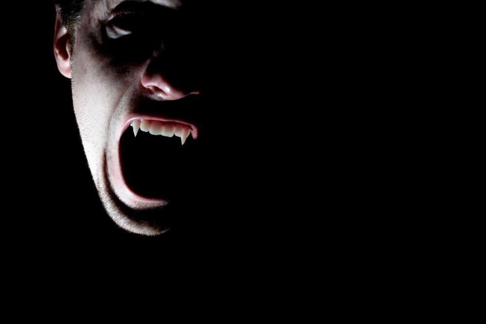 vampire-in-a-dark-room